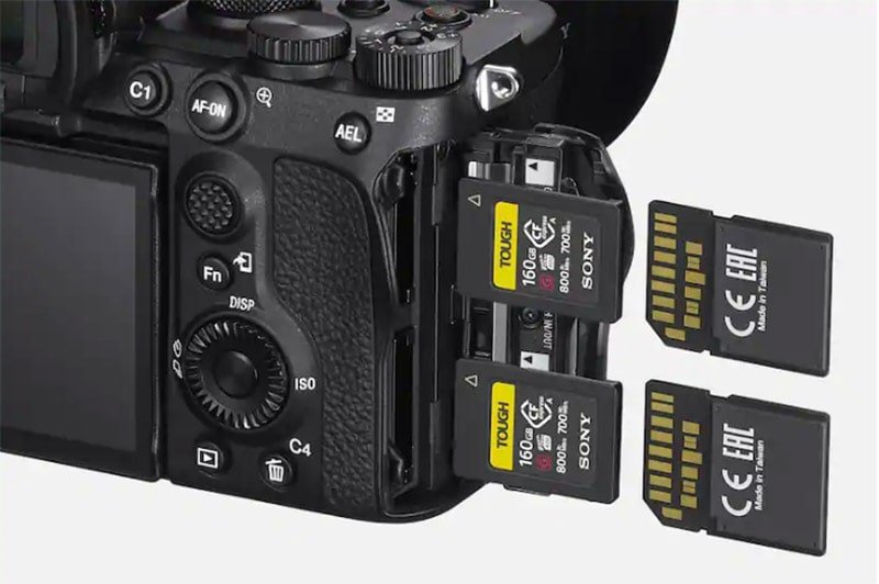 sony-a7siii-dual-memory-cards