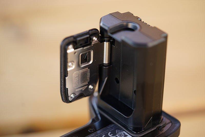 sony vg-c3em battery grip door storage