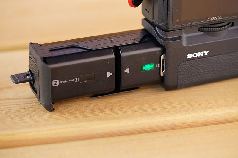 sony vg-c3em battery grip with batteries